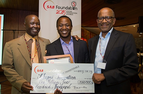 SAB Innovation Award winner Bandile Dlabantu (centre) with SAB corporate affairs and transformation executive director, Monwabisi Fandeso (right), and SAB Foundation chairman Moss Mgoasheng.